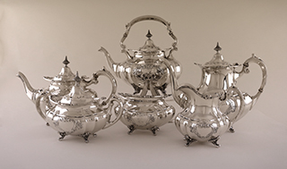 #92143 - Hampton Court by Reed & Barton TEASET #663 with SHIELD 6PC W/KETTLE/STAND*E on TRAY