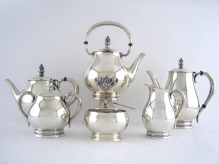 #40773 - Royal Danish by International KETTLE ON STAND W/BURNER