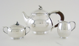 #79238 - 3-piece Tea & Coffee Sets by All Makers BARTLAND C1946 ROUND BODY