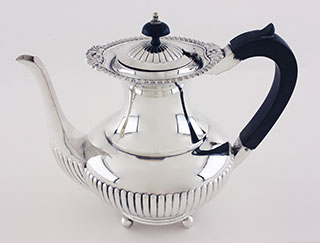 #90279 - English Silver by All Makers LONDON c1942 COFFEE POT Fluted